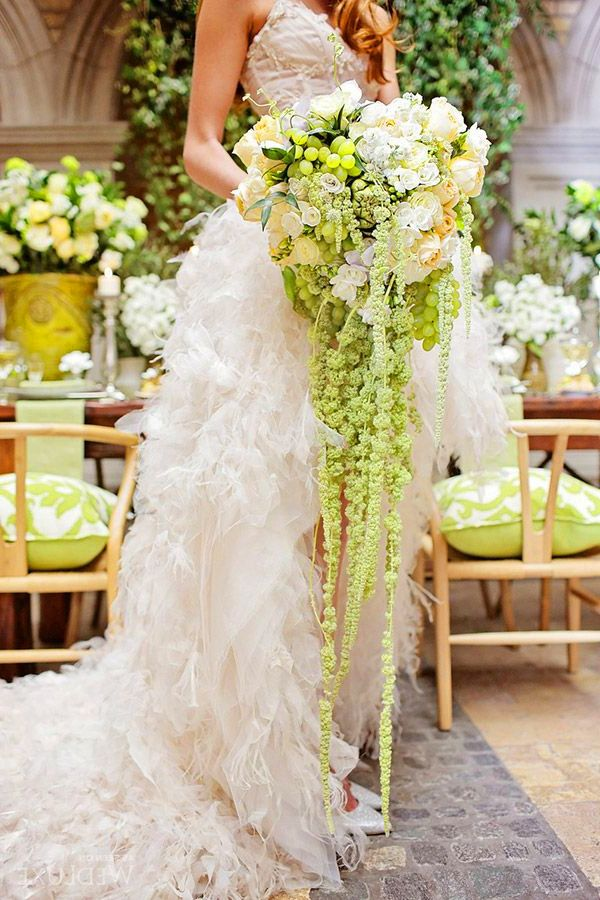 Embracing The Big Bouquet The Aisle Agency